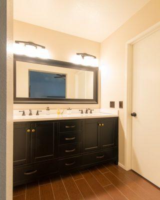 Unik-Interior-Designs-Simi-Valley-CA-Nika-Roback-Modern-Bathroom