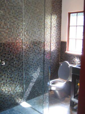 Unik-Interior-Designs-Simi-Valley-CA-Nika-Roback-Ventura-Bathroom-Glass-Mosaic
